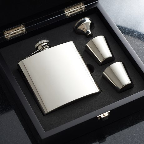 Personalised Hip Flask in wooden box - Engraved Hip Flask Wooden Boxed Set with Free Engraving. Polished Steel Hip Flask Gift Set with FREE ENGRAVING. Stainless steel hip flask holding 6oz of tipple and supplied in a black wooden gift box with two nip cups & funnel
