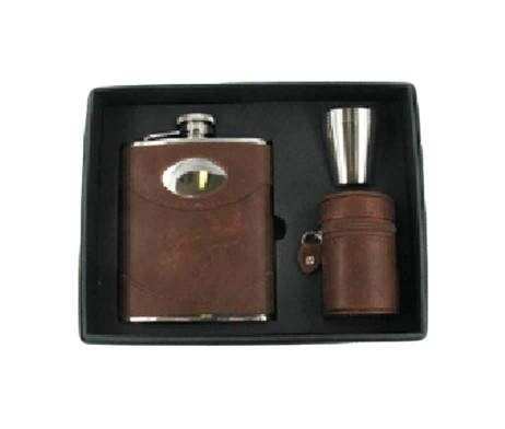 Brown Leather Engraved Hip Flask Gift Set with Free Engraving. Spanish Leather Personalised Hip Flask with set of cups for nipping & creating a luxurious feel to this soft brown hip flask