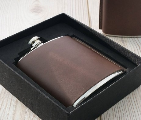 Leather Standing Seam Hip Flask with capture lid is a great gift for the rugged sports-person in your life. Leather Hip Flask supplied in a sleek black box with a lift off lid